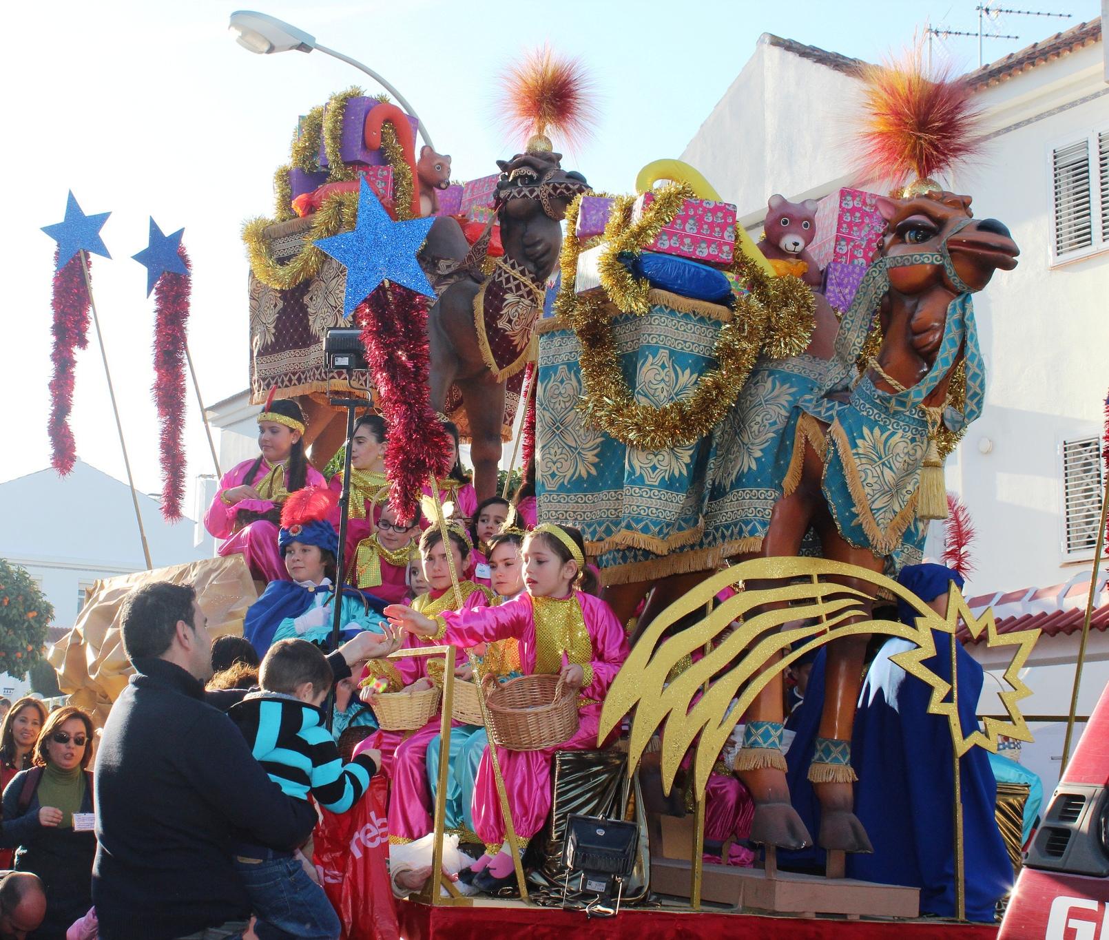 Carrozas De Reyes Magos Fotos.Ven A Disfrutar De La Cabalgata De Los Reyes Magos En Malaga
